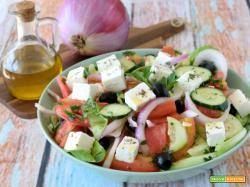 Insalata greca – come fare l'insalata greca con Feta in casa