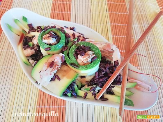 sushi a modo mio: insalata di riso venere con zucchine e scampi