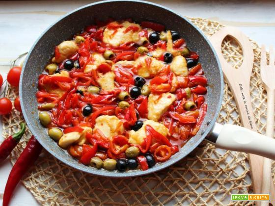 Bocconcini di pollo con peperoni e olive