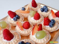 Pasticcini allo yogurt e frutta fresca