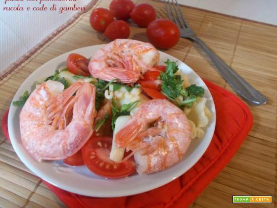 Pasta con pomodorini rucola e code di gamberi