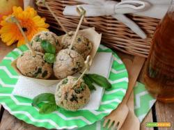 Polpette croccanti di pane, piselli e basilico: le pratiche palline di gusto