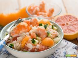 L'insalata di riso con pompelmo, gamberi e melone