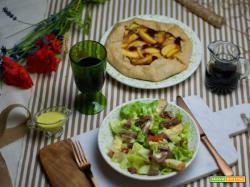Caesar Salad e Peach Galette al Blu