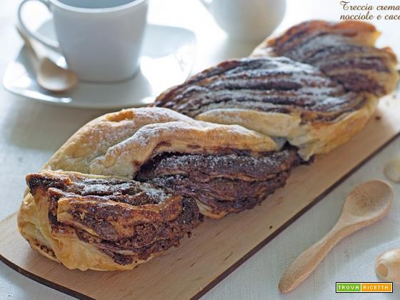 Treccia di sfoglia crema di nocciole e cacao