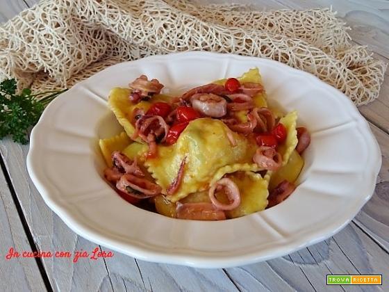 Ravioli di pesce e patate primo piatto gustoso