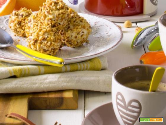 Colazione sana: rocher di ricotta, succo di pompelmo e caffè