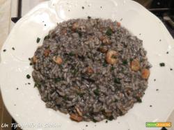 Risotto al nero di seppia, gamberetti e salmone affumicato…