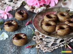 Ciambelline vegan senza cottura con coulis di mirtilli