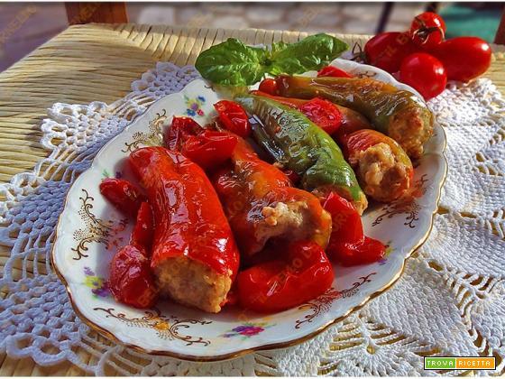 Peperoni friggitelli ripieni con carne e patate