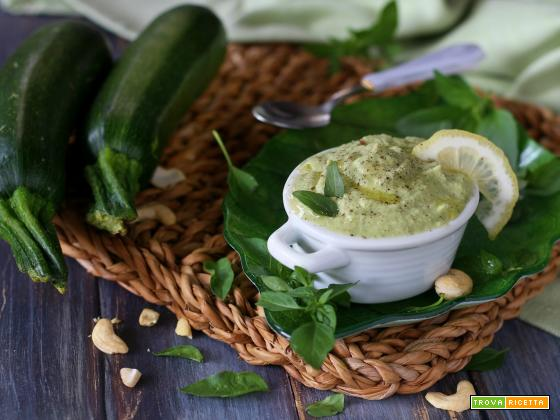 Pesto di avocado anacardi e zucchine