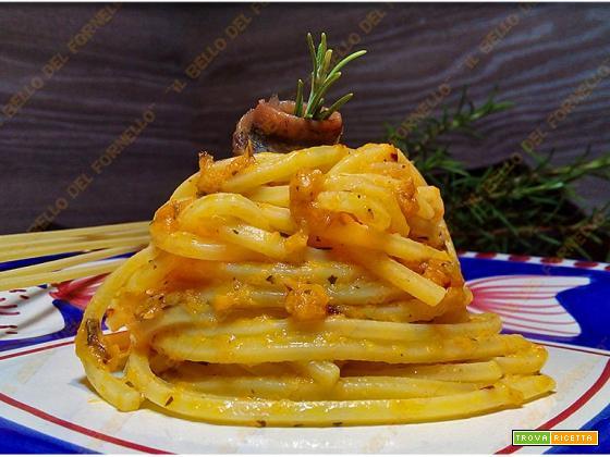Spaghetti con crema di zucca e alici sott'olio