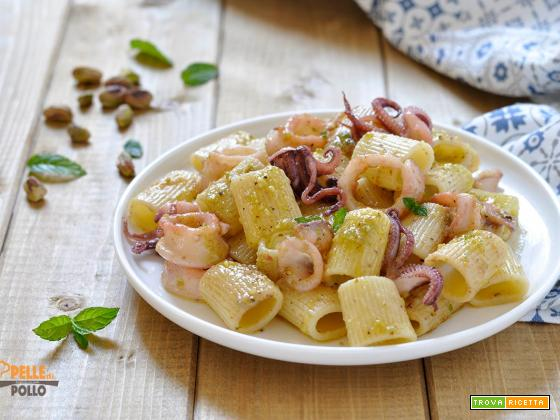 Pasta con calamari e pesto di pistacchi