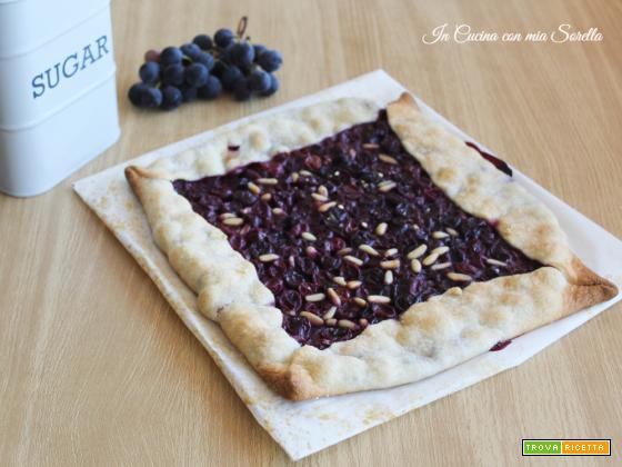 Crostata con uva fragola e pinoli