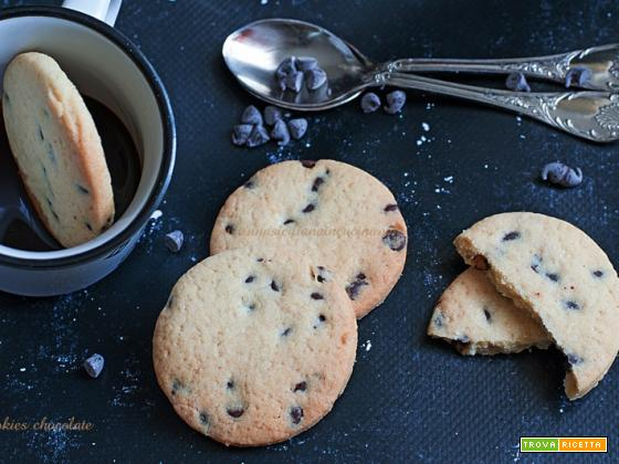 Cookies biscotti con gocce di cioccolato