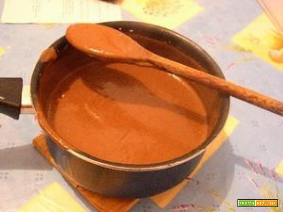 Crema morbida al cioccolato con pere caramellate