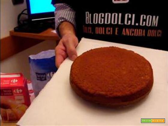 Pan di spagna al cioccolato, la video ricetta dell'ex pasticcere
