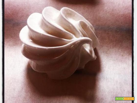 Video ricetta delle meringhe con la panna