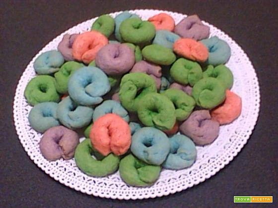 Ricetta Ciambelle Colorate di Carmela
