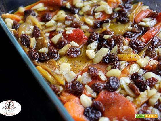 Peperoni arrosto in agrodolce con uvetta e mandorle