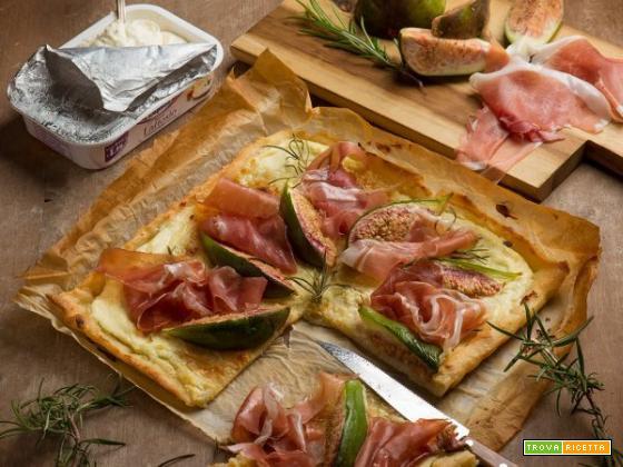 È tempo di gustare la pizza bianca con prosciutto e fichi!