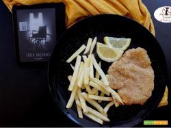 MANGIA CIO` CHE LEGGI 124: cotoletta e patatine (in friggitrice ad aria) ispirate da H di Lidia Calvano