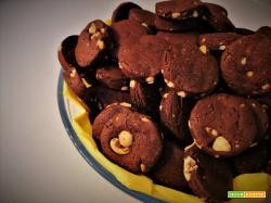Biscotti al cacao e nocciole senza uova