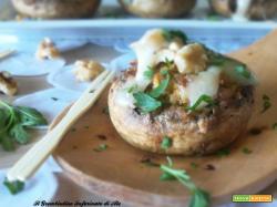 Funghi farciti di zucca, salsiccia e noci