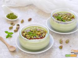 Panna cotta al tè verde Matcha con pistacchi
