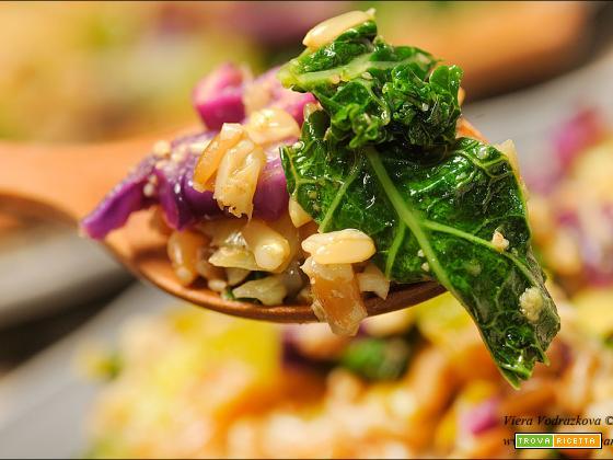 Farro e avena cremose con le verdure autunnali