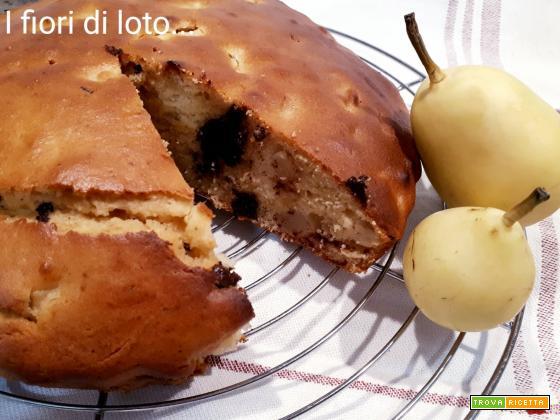 Torta con yogurt di soia, pere e cioccolato