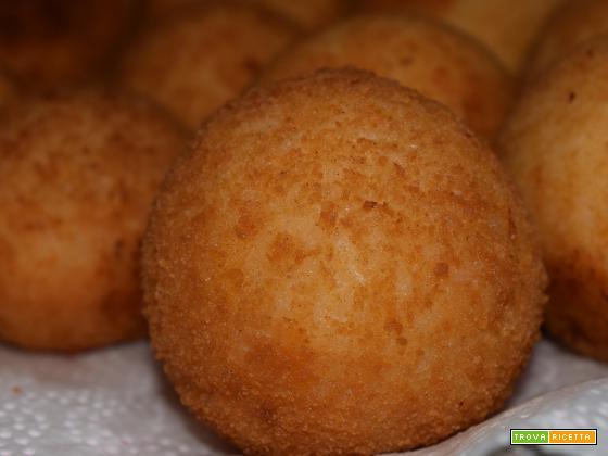 Come fare gli arancini in casa: Ricetta semplice e gustosa