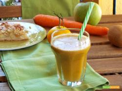 Centrifuga mela verde, carota, kiwi e mandarino