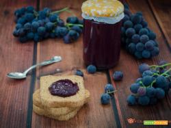 Confettura di uva fragola e mele fatta in casa