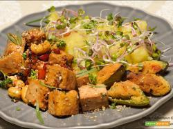 Tofu al peperoncino e anacardi con le patate e germogli