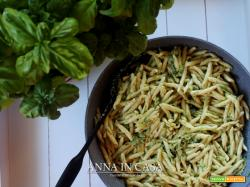 Strozzapreti fatti in casa con pesto di zucchine e basilico