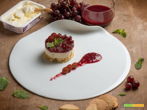 Cheesecake di formaggio e uva rosata: l'imperdibile delizia agrodolce al cucchiaio