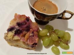 Torta rovesciata con uva mista, al olio