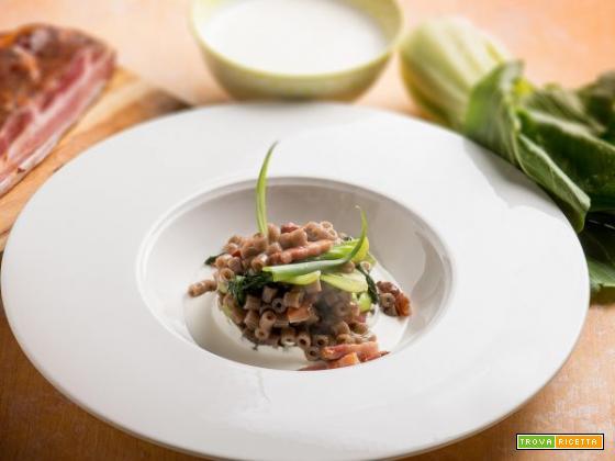 Ditalini di grano saraceno con julienne di cavolo Pak Choi