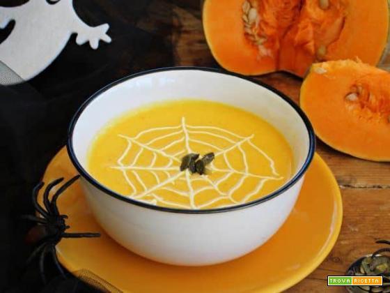Halloween: riscopriamo la vellutata di zucca, tra leggende e delicati sapori