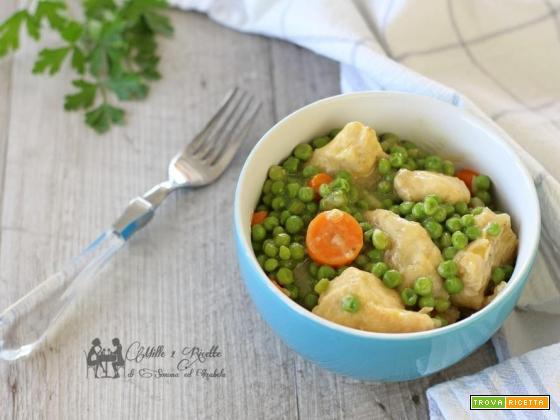 Bocconcini di pollo marinati al curry, con piselli