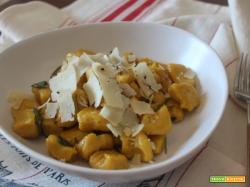 Gnocchi di zucca e patate alle erbe aromatiche
