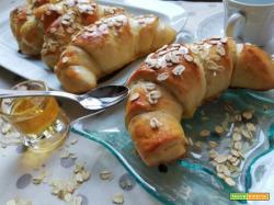 Cornetti di pasta brioche ai 7 cereali al miele (a lievitazione naturale)