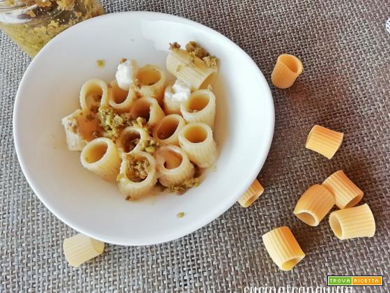 Mezze maniche al paté di olive e stracchino