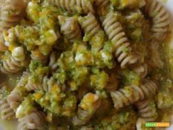 Fusilli integrali con mozzarella e verdure