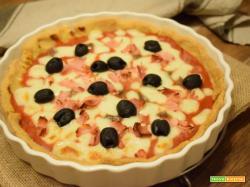 Quiche di polenta con mozzarella e olive