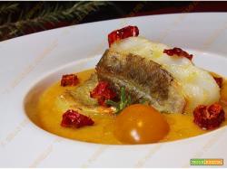 Filetto di baccalà su crema di pomodori gialli