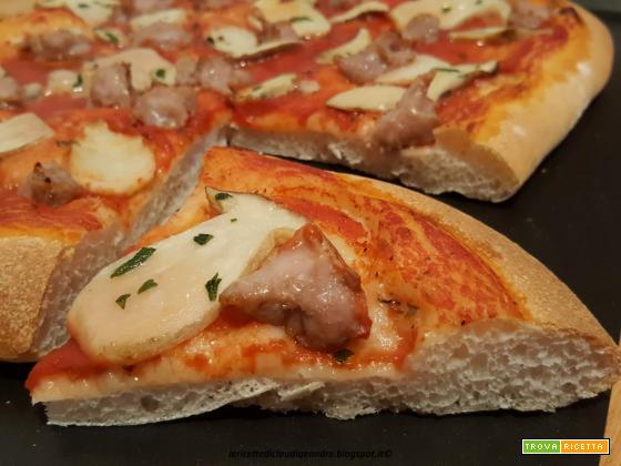 Pizza con funghi porcini e salsiccia
