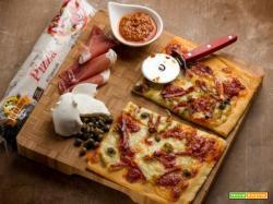 L'originale e golosa pizza al pesto rosso e prosciutto crudo