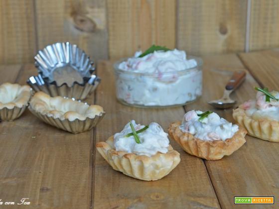 Barchette di pasta brise con insalata russa